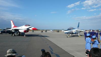 三沢基地航空祭2009前編-サンダーバーズとブルーインパルス