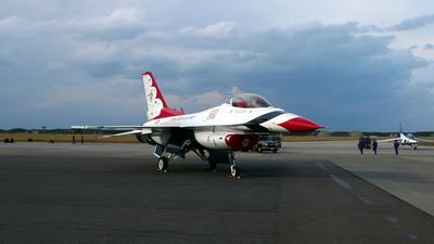サンダーバーズ(F-16 ファイティングファルコン)