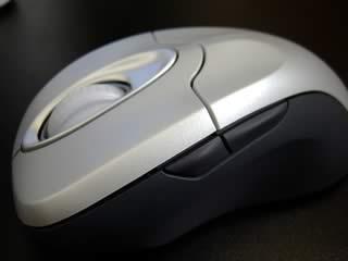 Microsoft IntelliMouse Explorer:カスタマイズ可能な2つのサイドキー