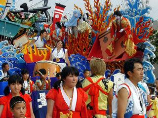2005年五戸まつり お通りの様子(アップ)