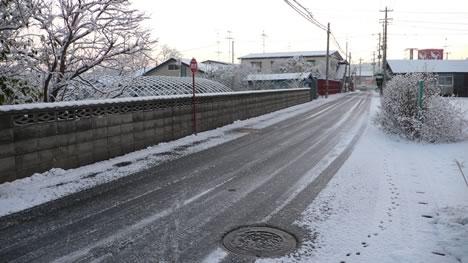 青森の初雪と道路