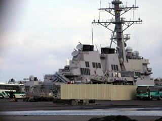 八戸港に寄港したイージス艦の写真