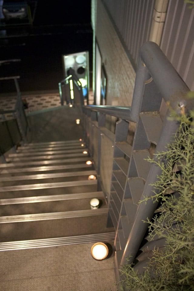 写真:kikiに上がる階段