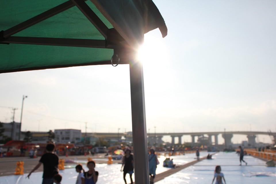 タープと夏の太陽