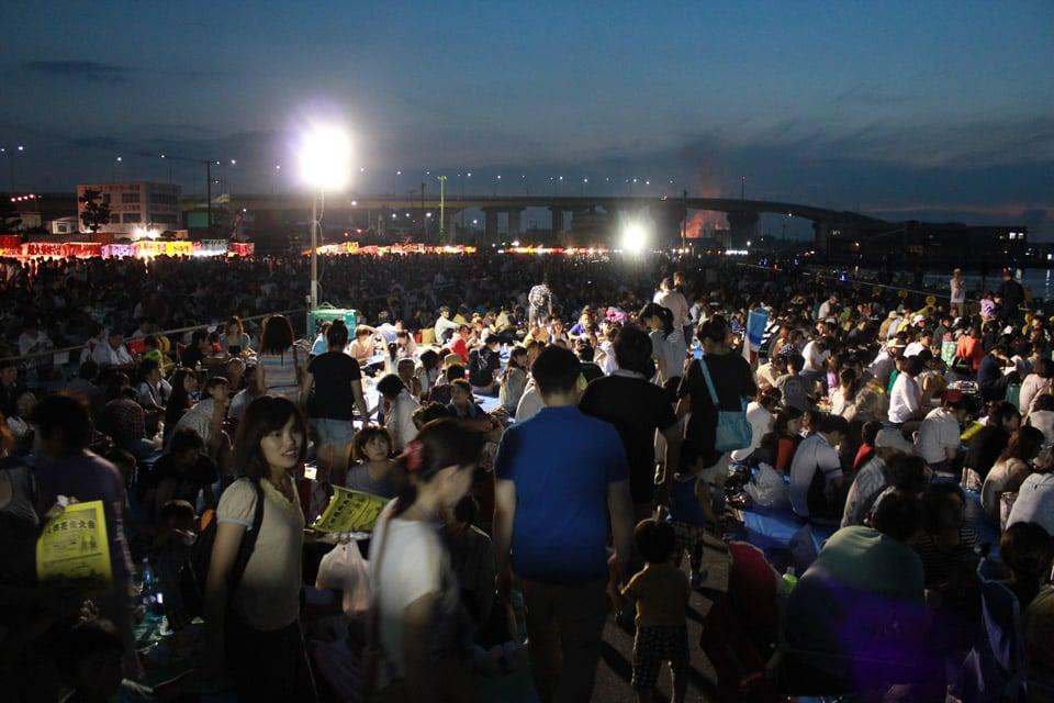 満席になった八戸花火大会の有料観覧席