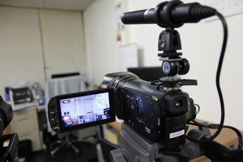 鋭指向性ガンマイクとHDカメラ