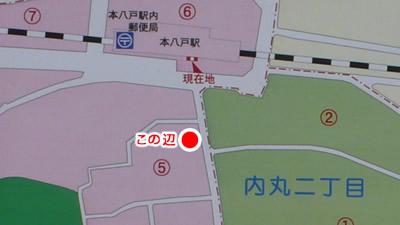 本八戸駅正面から20mほどの位置