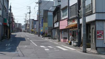 八戸市中心街方向に向かって進む
