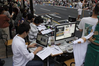 八戸三社大祭のラジオ&Ustream配信ブース